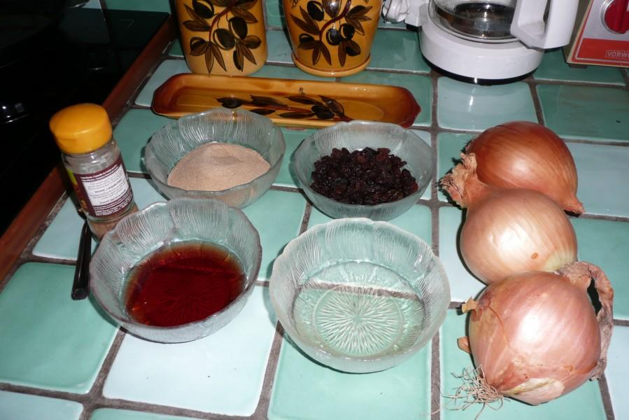 Chutney d'oignons doux et raisins secs à la machine à pain