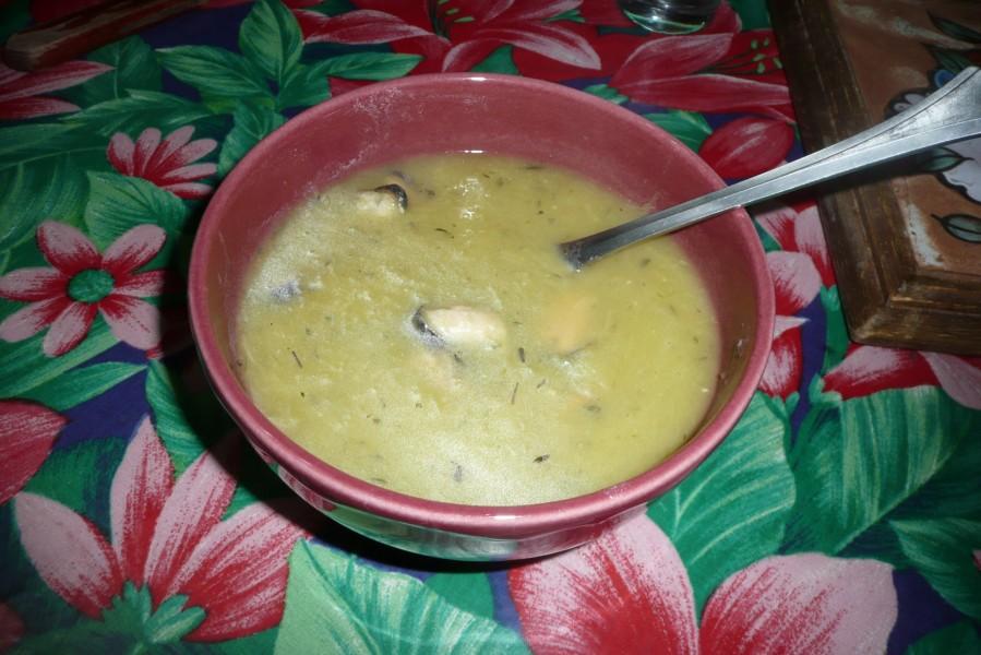 Velouté de poireaux au safran et aux moules