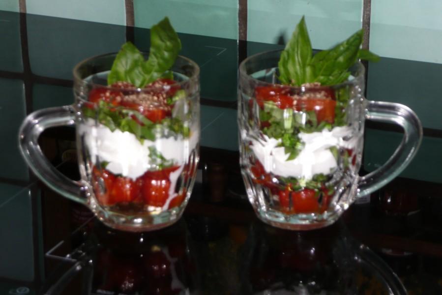 Verrine de tomates cerise au basilic