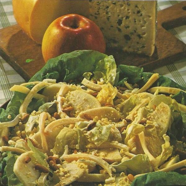 Salade de pommes aux deux fromages