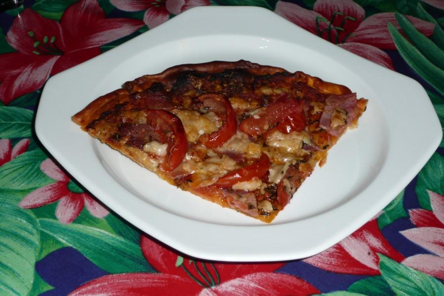 Pizza au jambon et au parmesan