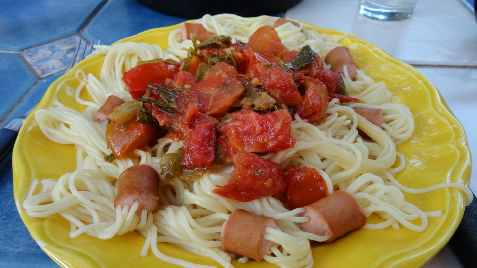 spaghettis saucisses à la tomate