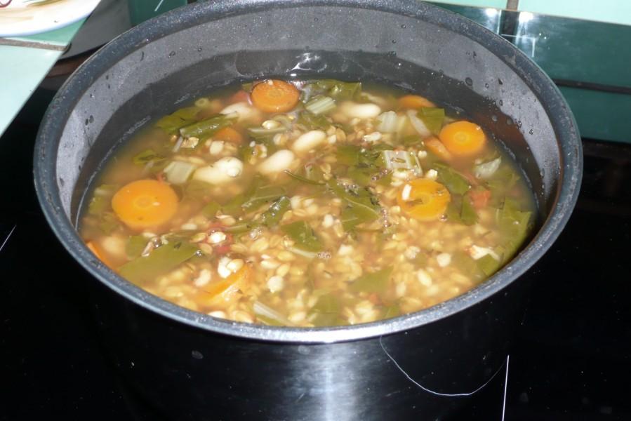 Soupe de petit épeautre au vert de blette