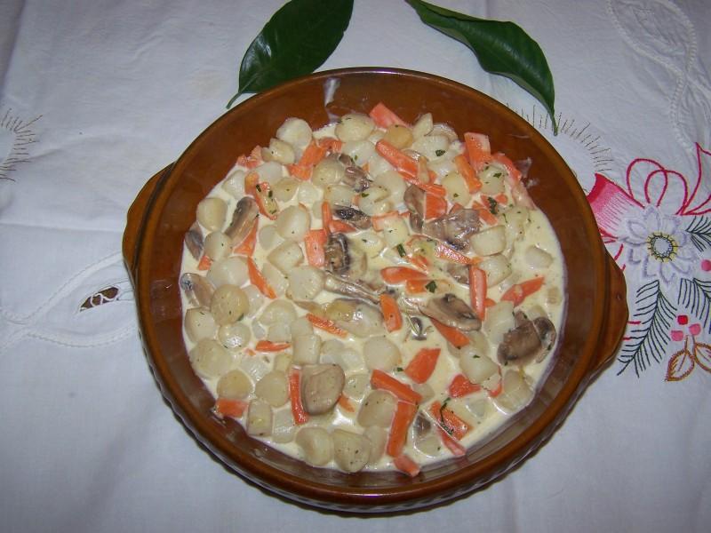 Cassolette de St Jacques, carottes et poireaux