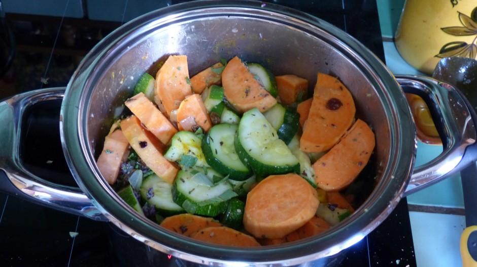 Cocotte de patate douce, courgette et fruits secs