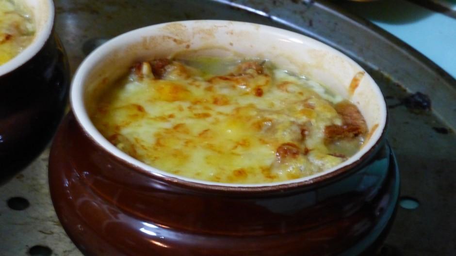 Soupe à « l'oignon y croutons »