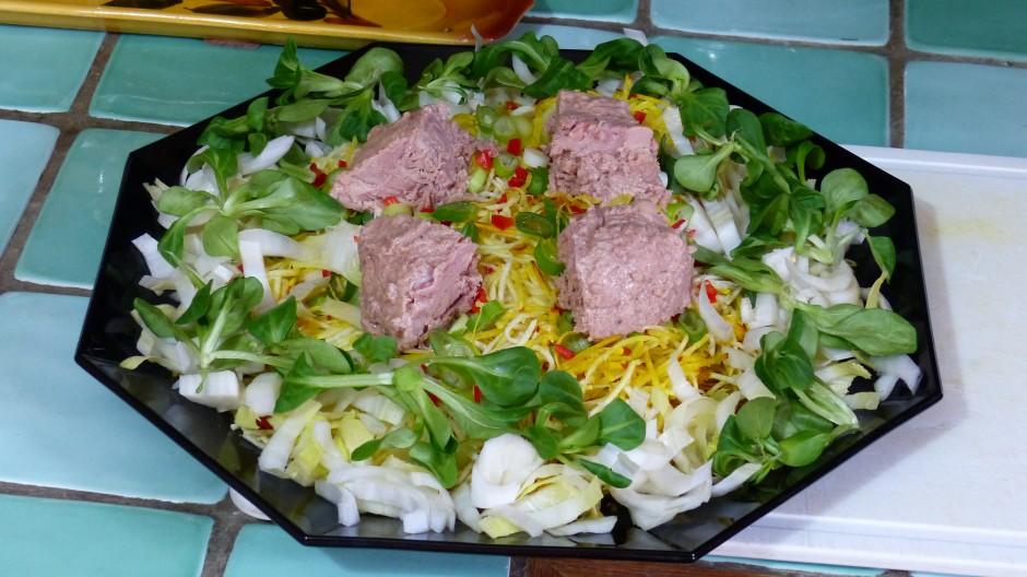 Salade composée céleri rave, betterave crue et thon