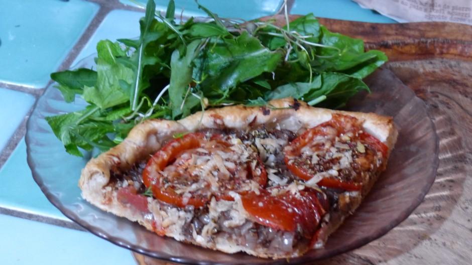 Tarte aux échalotes confites et aux tomates