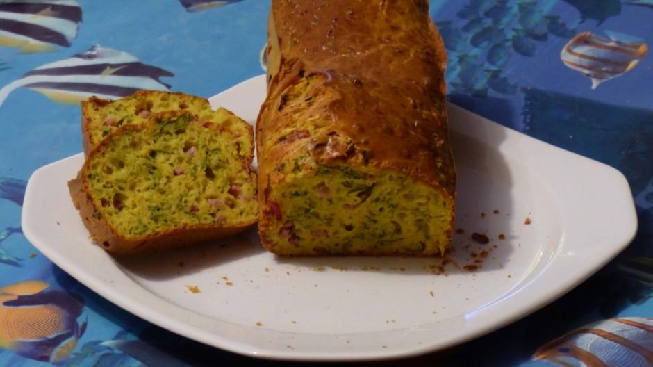 Cake au jambon et aux herbes