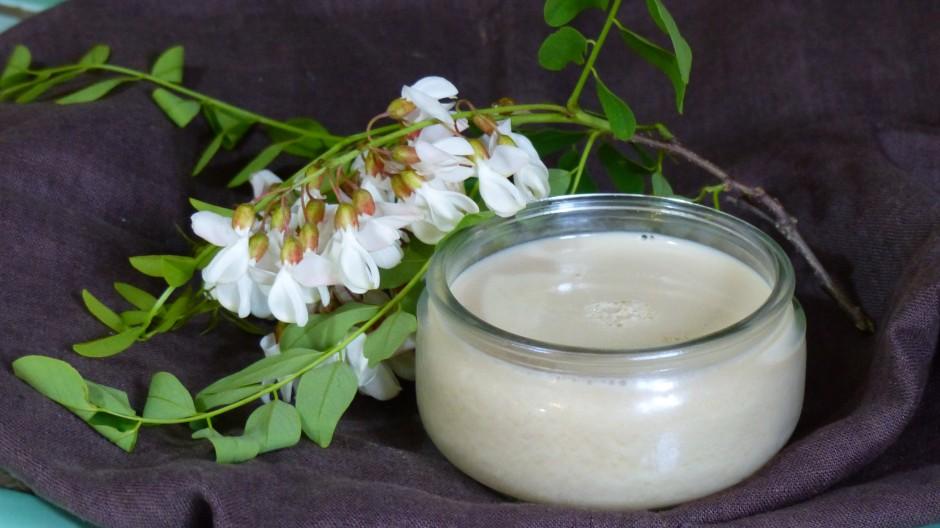 Crème dessert aux fleurs d'acacia
