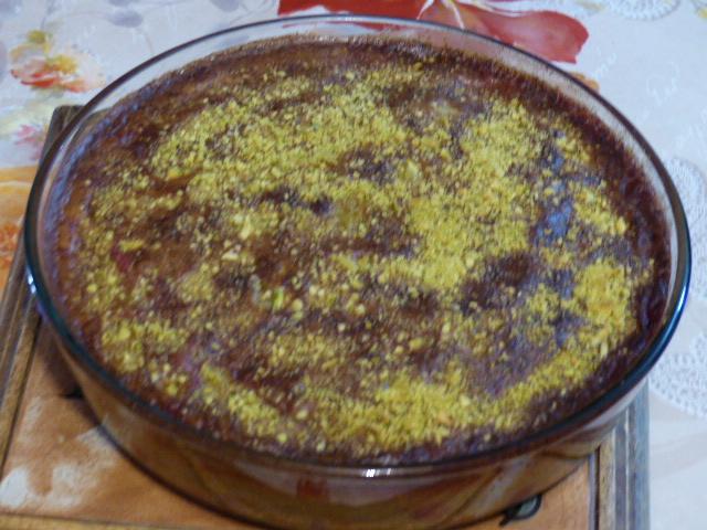 Clafoutis aux prunes sauvages et à la pistache
