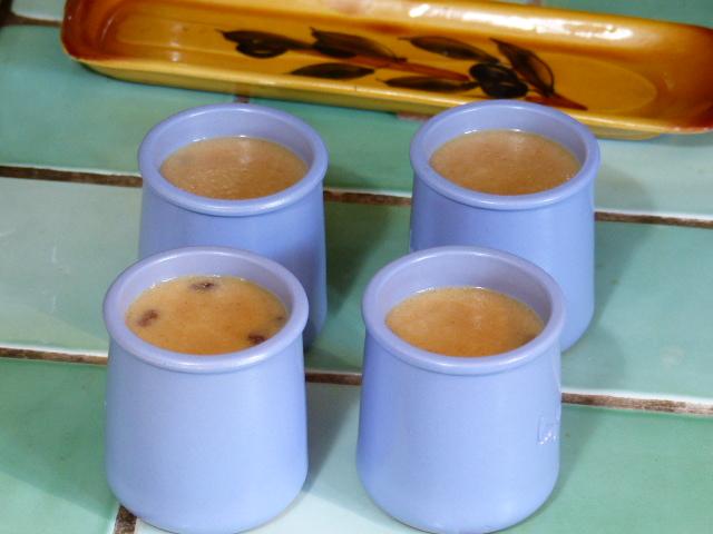 Petits pots à la semoule et aux raisins secs